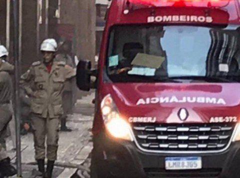 Três bombeiros morrem durante combate a incêndio no Rio de Janeiro