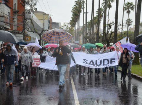 Descontente com a retomada da greve de servidores da saúde, a prefeitura de Porto Alegre cancelou uma reunião com representantes da categoria