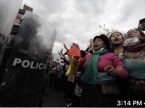 Governo do Equador recua e revoga decreto que aumentou o preço dos combustíveis e provocou protestos