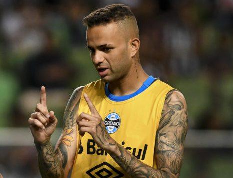 Luan fica de fora de treino do Grêmio e vira dúvida para encarar o Flamengo