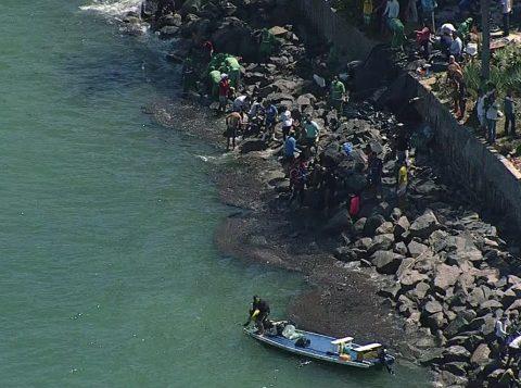 Manchas de óleo atingem o Litoral Norte de Pernambuco pela primeira vez