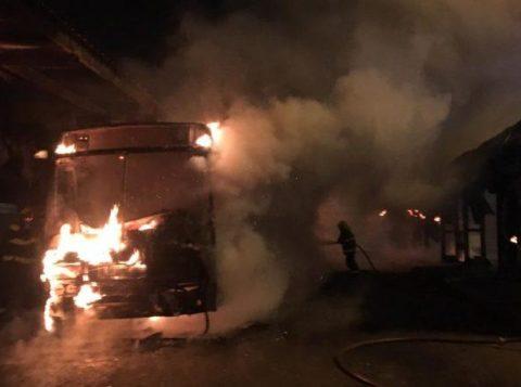 Ministério Público denuncia quatro pessoas por incêndio em ônibus em Canoas