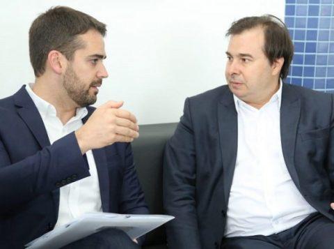Em Pelotas, o governador Eduardo Leite apresenta questões de interesse do Estado para o presidente da Câmara dos Deputados