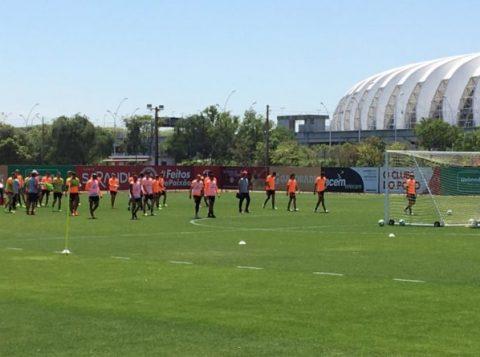 Zé Ricardo comanda o primeiro treino no Inter e esboça nova formação