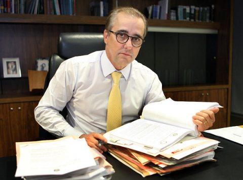 Ex-ministro da Justiça Eleitoral que atua como advogado de Bolsonaro virou réu por agredir a ex-mulher