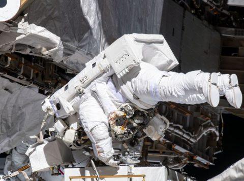 A Nasa realiza a primeira caminhada espacial somente com mulheres