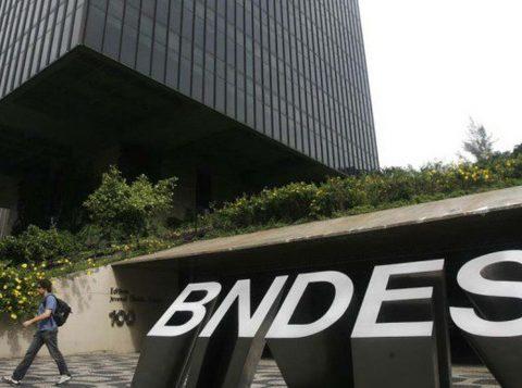 Ministério Público entra com representação contra gastos do BNDES com ex-executivos