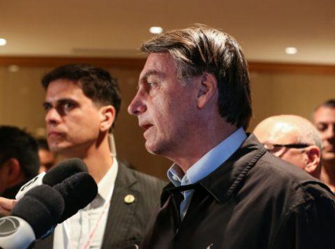 """Bolsonaro diz preferir que o filho Eduardo desista de embaixada e permaneça no Brasil para """"pacificar"""" o PSL"""