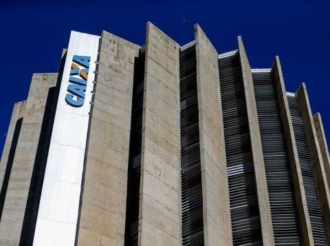 A Caixa Econômica Federal vai reduzir as altas taxas cobradas no rotativo do cartão de crédito
