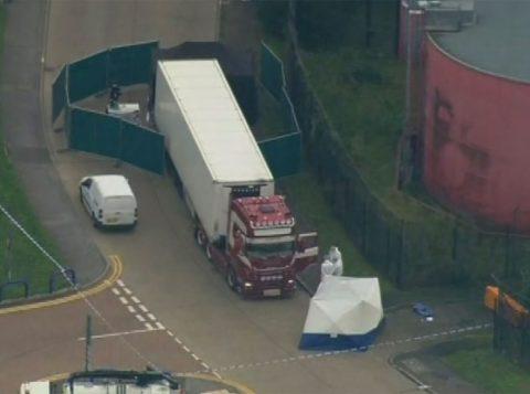 Polícia encontra 39 corpos em caminhão no Reino Unido