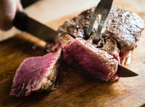 Com o crescimento populacional, a dieta humana deve reduzir carne, açúcar e sal, diz executivo da Nestlé