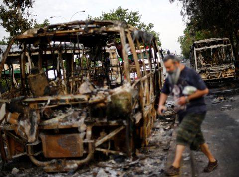 """""""Estamos em guerra"""", diz o presidente do Chile. O país enfrenta a maior revolta social das últimas décadas"""