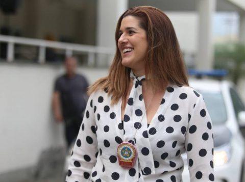 """A delegada que prendeu o bando que planejava invadir o Maracanã no jogo entre Flamengo e Grêmio é conhecida na polícia carioca como """"dama de ferro"""""""