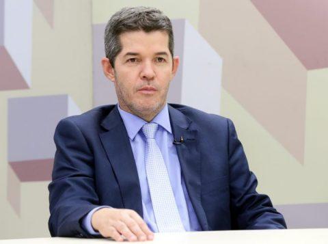 """Líder do PSL que prometeu """"implodir"""" Bolsonaro recua e diz não ter nada contra o presidente"""