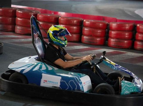Felipe Massa disputa corrida de karts elétricos em tour promocional da Fórmula E