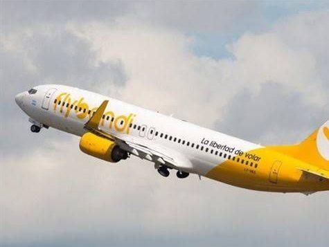 Empresa aérea de baixo custo estreia no Brasil, e até o check-in é pago