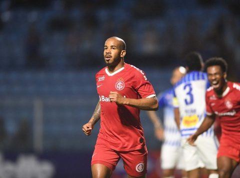 O Internacional vence o Avaí por 2 a 0 e volta para o G6 do Campeonato Brasileiro