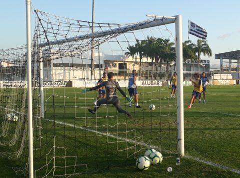 O Grêmio desembarcou em Fortaleza e já fez o seu primeiro treino na cidade