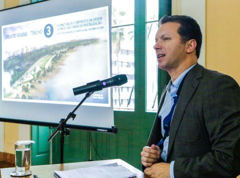 O prefeito Marchezan assina contrato para o início das obras do trecho 3 da Orla do Guaíba