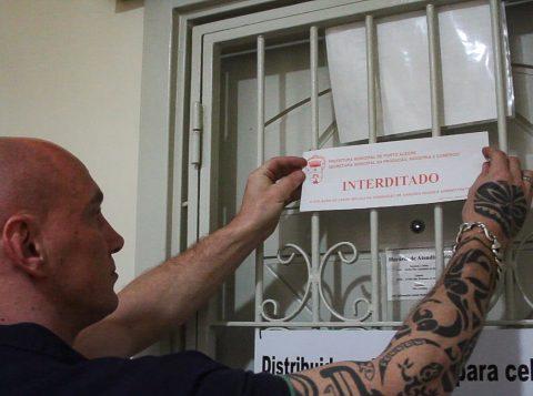 Operação integrada fiscaliza venda de celular roubado no Centro de Porto Alegre