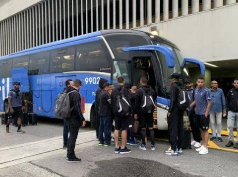 Atraso em voo cancela treino do Grêmio no Rio e jogadores ganham folga