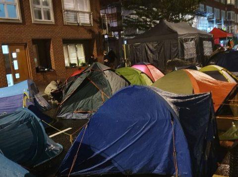 Manifestantes a favor do meio ambiente protestam por todo o mundo; 135 são detidos em Londres
