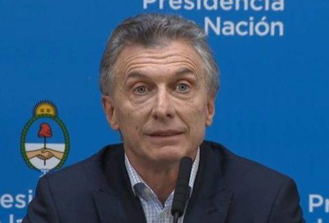 O presidente da Argentina diz que o populismo é como uma mulher que usa cartão de crédito e não paga