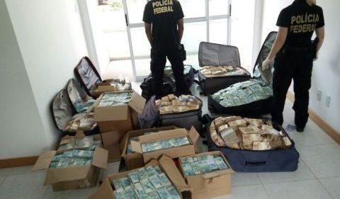 Ex-ministro que teve malas de dinheiro encontradas em apartamento é condenado a 14 anos de prisão