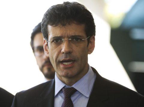 """Ministro do Turismo diz que se sente """"injustiçado"""", e que não houve laranjas em campanha"""