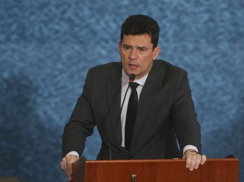 O ministro da Justiça, Sérgio Moro, altera a portaria que proíbe a entrada de pessoas consideradas perigosas no Brasil