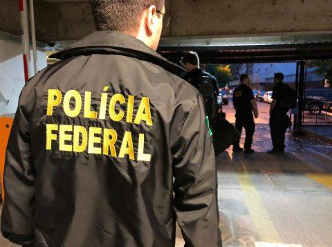 A Polícia Federal faz operação contra instituição financeira ilegal que atua com esquema de pirâmides