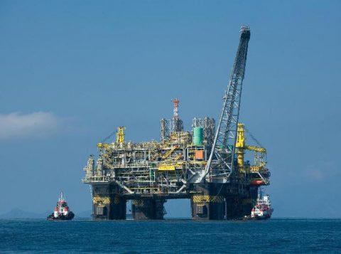 Bolsonaro sanciona lei que define a distribuição dos recursos do megaleilão de petróleo
