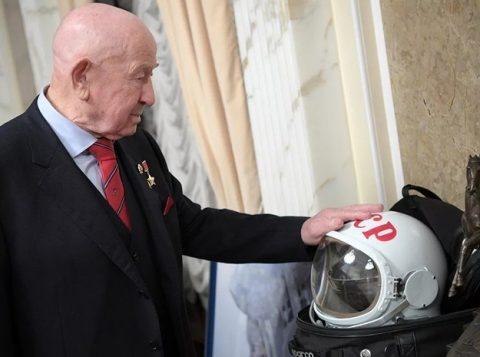 O primeiro homem a fazer uma caminhada  espacial morre aos 85 anos
