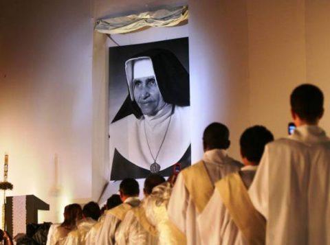 Irmã Dulce é canonizada pelo papa como a Santa Dulce dos Pobres