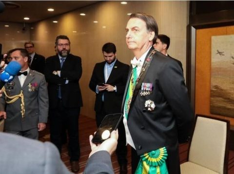 O presidente da Ucrânia diz a Bolsonaro ter interesse em comprar aviões Tucano e KC-3 fabricados no Brasil