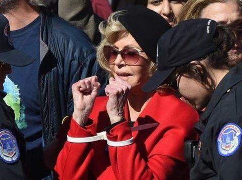 Jane Fonda é presa de novo em protesto pelo clima nos Estados Unidos