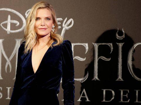 """Michelle Pfeiffer afirma ter sofrido abuso de um """"homem poderoso do cinema"""" no passado"""