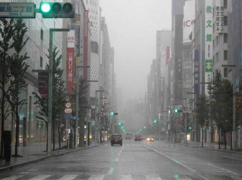 Tufão paralisa Tóquio, deixa dois mortos e ao menos 60 feridos