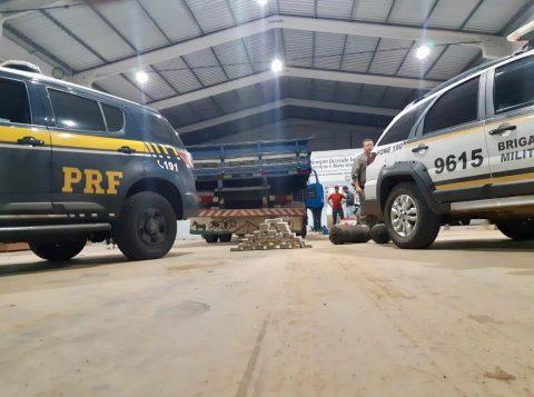 Polícia Rodoviária Federal e Brigada Militar apreendem 32 quilos de cocaína escondidos em caminhão na BR-386, em Tio Hugo