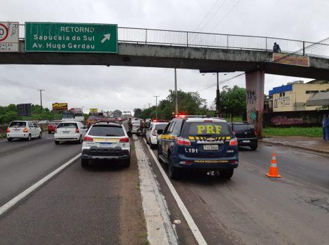 Detento é morto a tiros dentro de um carro na BR-116, na Região Metropolitana de Porto Alegre