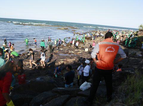 Defesa Civil reconhece emergência em município de Pernambuco por óleo no mar