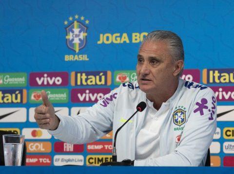 """Tite lamenta resultado da Seleção Brasileira, mas elogia segundo tempo do time e atuação de Renan Lodi: """"Jogou muito"""""""