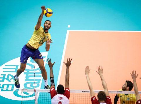 O Brasil vence a Polônia e se aproxima do título da Copa do Mundo de vôlei masculino