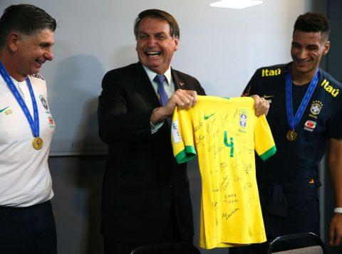Bolsonaro encontra a Seleção Brasileira sub-17 após título mundial
