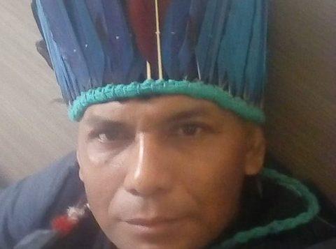 Autores indígenas Yaguarê Yamã e Daniel Munduruku na 65ª Feira do Livro de Porto Alegre nesta terça-feira (12)