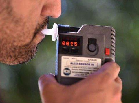 A recusa de fazer o bafômetro configura infração de trânsito, de acordo com a Justiça