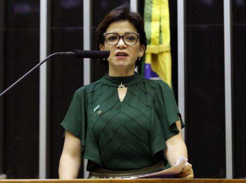 O ministro do Turismo negou ameaça de morte e ironizou a aparência de acusadora