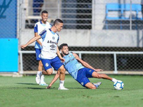 Suspensos, Cortez e Maicon são desfalques para o duelo do Grêmio contra a Chapecoense
