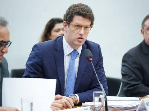 """Medida Provisória dá """"superpoderes"""" para o ministro do Meio Ambiente gerir dinheiro de multas do Ibama"""