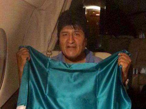 O ex-presidente Evo Morales pediu ajuda ao papa e à ONU para pacificar a Bolívia